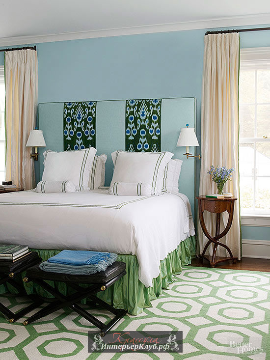 What color curtains go with blue walls